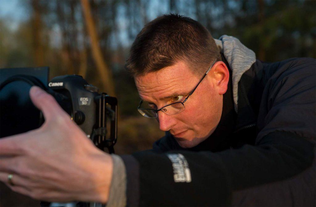 Landschapsfotograaf Jeroen de Jong is bezig met het maken van Landsschapsfoto's